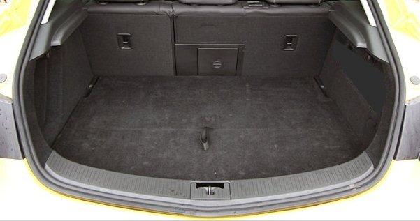 Opel Astra J GTC 11R htb dolní kufr