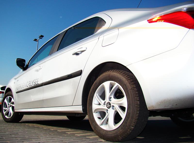 Ofuky Peugeot 205/309 3D --->93R